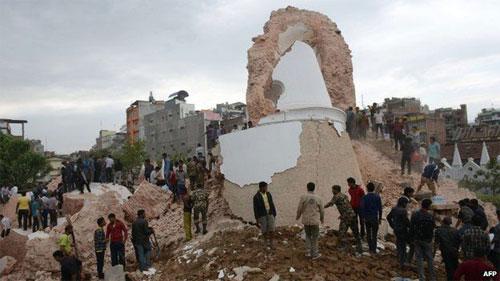 Động đất mạnh ở Nepal, ít nhất 100 người chết