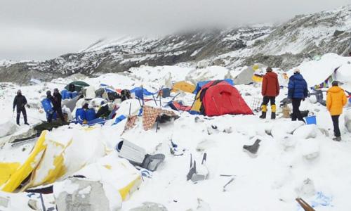 Nhân chứng kể lại cảnh lở tuyết san phẳng trại leo núi trên Everest