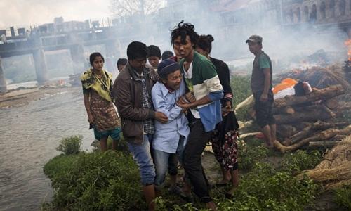 Hơn 3.400 người chết vì động đất, Nepal hỗn loạn