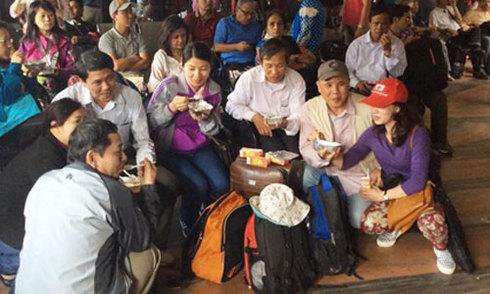 Nhóm người Việt đầu tiên rời Nepal an toàn