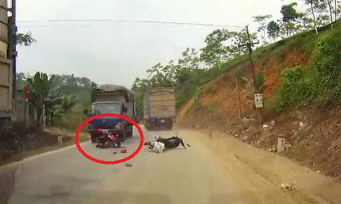 Những pha thoát chết tai nạn giao thông khó tin ở Việt Nam