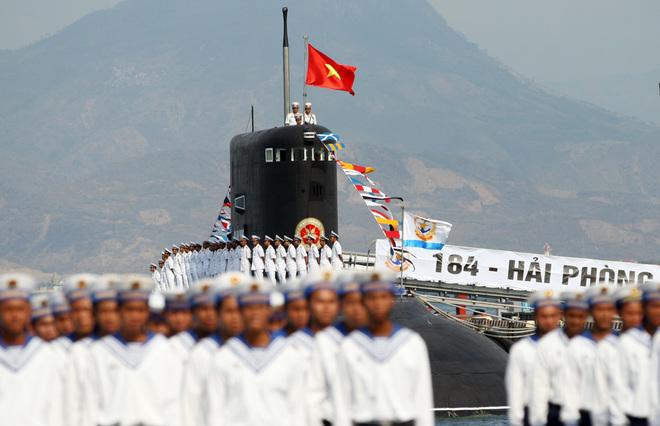Hải quân Việt Nam phô diễn sức mạnh trên biển