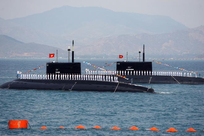 VIDEO - Hải quân việt nam phô diễn sức mạnh tại Biển Cam Ranh