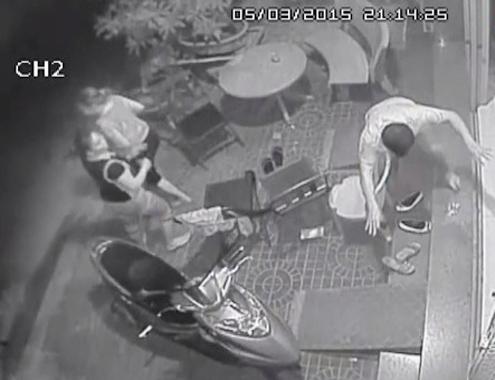 Camera ghi hình chủ doanh nghiệp bị tạt axit trước sân nhà