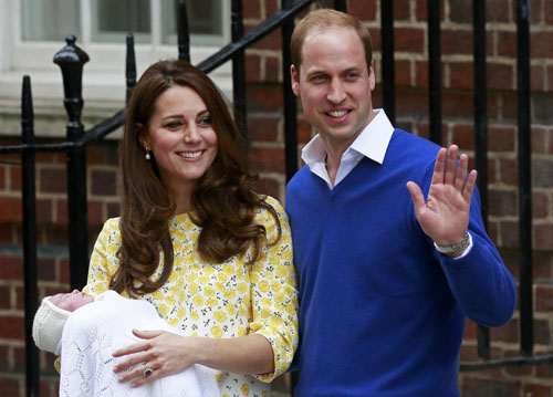 Công chúa nhỏ nước Anh ra mắt các thành viên hoàng tộc