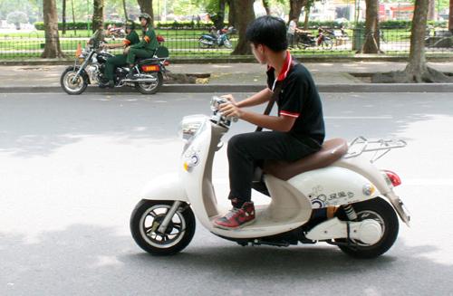 Đề xuất miễn phí trước bạ xe máy điện hết năm nay