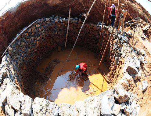 Đua nhau đào giếng 'khủng' tìm nước ngọt