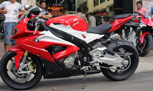 BMW-S1000RR-2.jpg