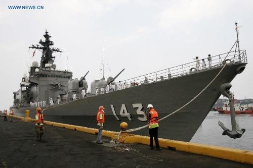 Tàu chiến Nhật cập cảng Manila hồi tháng 4 năm ngoái. Ảnh: Xinhua