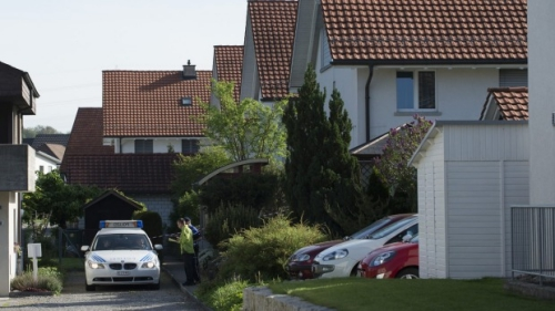 Xe cảnh sát đỗ ngoài Wuerenlingen, Switzerland, where police found several people dead. Photo: AP