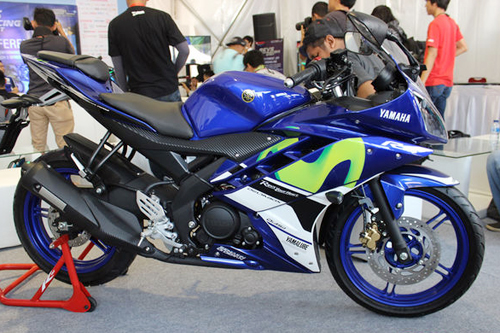 yamaha-r25-r15-motogp-1896-1431232170.jp