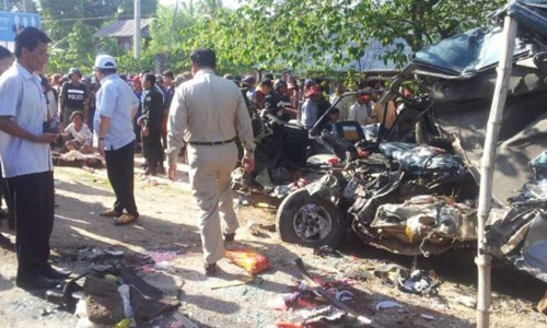 Hiện trườngvụ tai nạn ở tỉnh Svay Rieng, Campuchia. Ảnh: Phnom Penh Post.