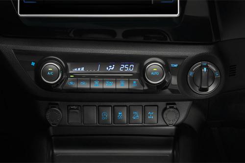 Toyota-Hilux-2016-114.jpg