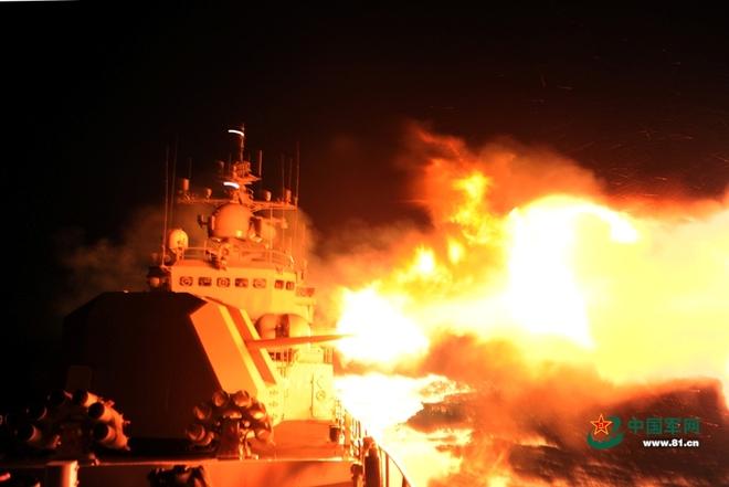 Trung Quốc tập trận cả ngày lẫn đêm trên Biển Đông - ảnh 1