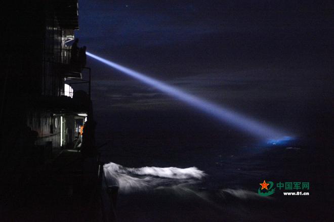 Trung Quốc tập trận cả ngày lẫn đêm trên Biển Đông - ảnh 4