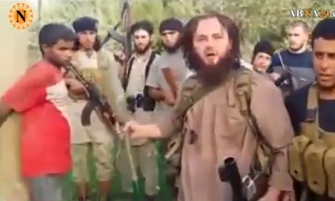 Phiến quân IS hành hình nạn nhân bằng súng chống tăng