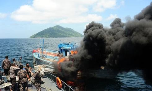 Vì sao Indonesia đánh chìm tàu cá Trung Quốc