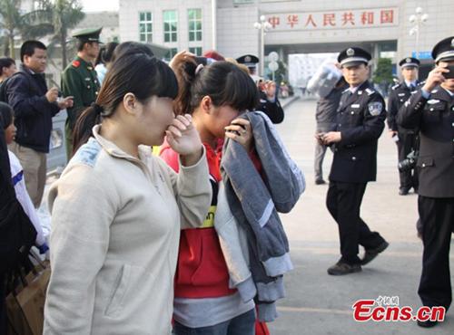 Các phụ nữ Việt được cảnh sát Trung Quốc giải cứu và hồi hươnghồi tháng một. Ảnh:Xinhua