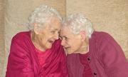 Cặp song sinh 103 tuổi qua đời cách nhau vài tuần