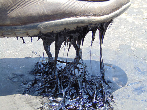 Hà Tĩnh: Nắng nóng làm mặt đường chảy nhựa