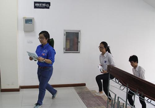 Những thí sinh đầu tiên làm bài thi đánh giá năng lực