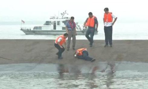 Tàu chở 458 người chìm ở Trung Quốc