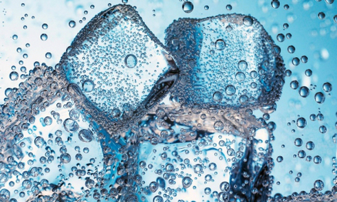 Đá lạnh bỏ vào nước sôi có sinh độc tố?