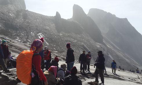 Hơn 130 người kẹt vì động đất trên núi cao nhất Malaysia