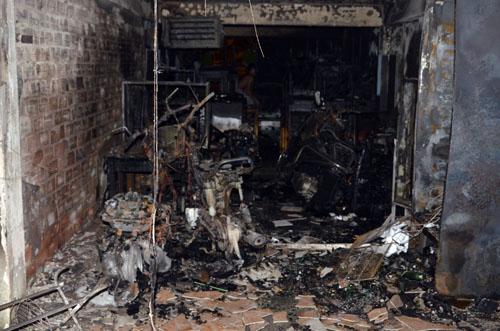 Nhà kho cư xá bị cháy rụi. Ảnh: An Nhơn