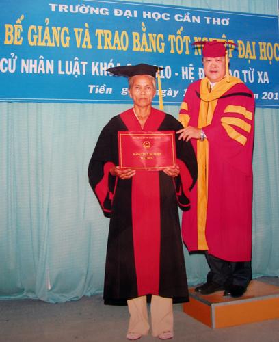 cu-nhan-Luat-55-tuoi-3473-1433869871.jpg