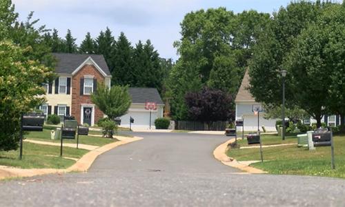 Một trong những khu phố xảy ra cướp tài sản ở hạt Charlotte-Mecklenburg, bang Bắc Carolina. Ảnh: Fox46