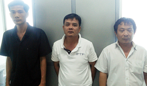 Giả 'sếp' Hàn Quốc mua sắm bằng thẻ tín dụng trộm cắp