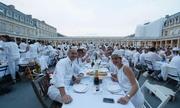 'Dạ tiệc trắng' ở Paris thu hút hàng nghìn người