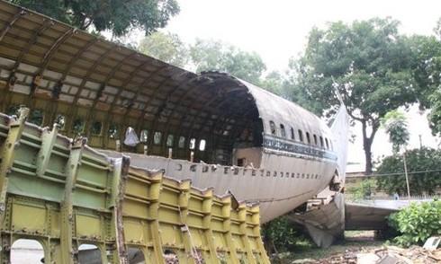 Tháo dỡ máy bay Boeing đầu tiên của Việt Nam