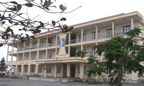 Trường học 10 tỷ đồng bỏ hoang ngay trung tâm Hạ Long