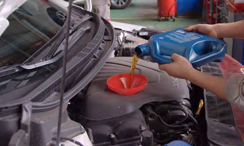 Thay dầu động cơ ôtô có đơn giản? >>Xem video.