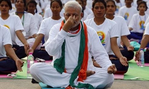 Thủ tướng Ấn Độ đồng diễn Yoga cùng hàng vạn người dân