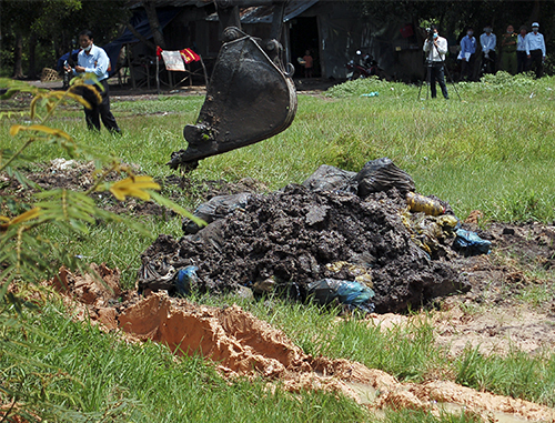 Hơn 60 tấn rác thải y tế được phát hiện. Ảnh: Mai Linh.