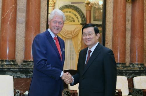 Chủ tịch nước Trương Tấn Sang tiếp ông Bill Clinton.