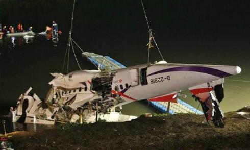 Phi công tắt nhầm động cơ khiến máy bay Đài Loan rơi