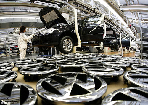 Robot nghiền nát người ở nhà máy ôtô Đức