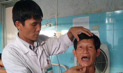 Nhổ gần hết hàm răng mới biết bị nhổ oan
