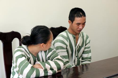 Hào Anh khóc trong trại giam khi gặp mẹ