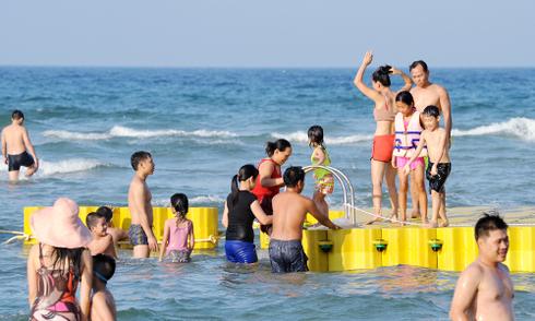 Đà Nẵng có thể lập khu riêng cho người tắm biển mặc bikini