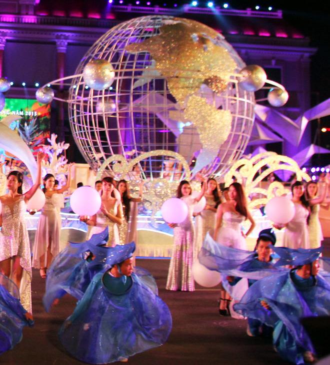 the street shows of Nha Trang beach festival 2015