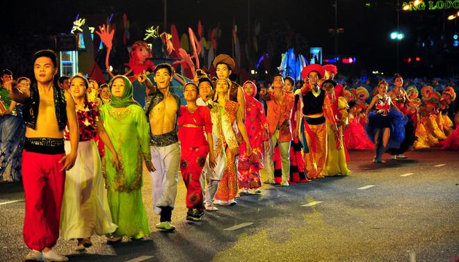 Nha Trang beach festival performance shows a diversified world