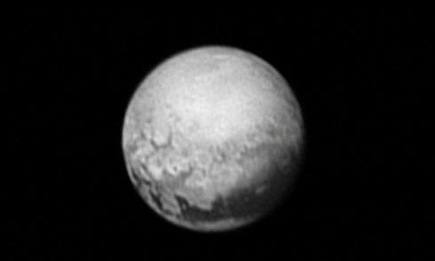 Hành trình khám phá Diêm Vương tinh