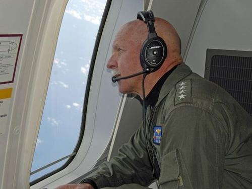 Đô đốc hải quân Mỹ nói bay trinh sát Biển Đông là 'thường kỳ'