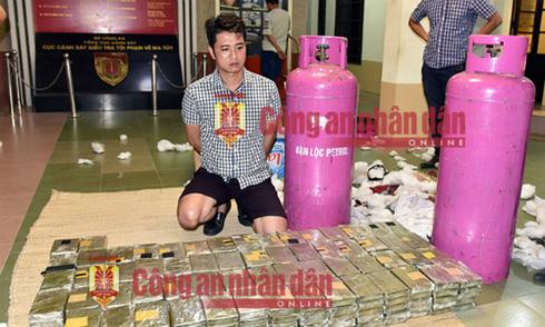 Chủ nhà hàng ở Hà Nội buôn 500 bánh heroin