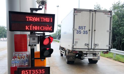 Xe quá tải né cao tốc hiện đại nhất Việt Nam vì sợ 'cân tàng hình'